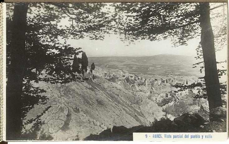 Vista parcial del pueblo y valle [Material gráfico] ]: Agres.