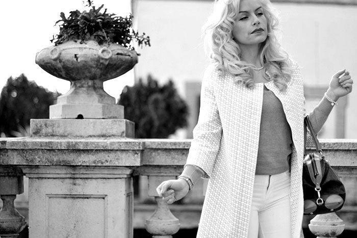 Fashion blogger Ele Petrella wearing Anneclaire Knitwear