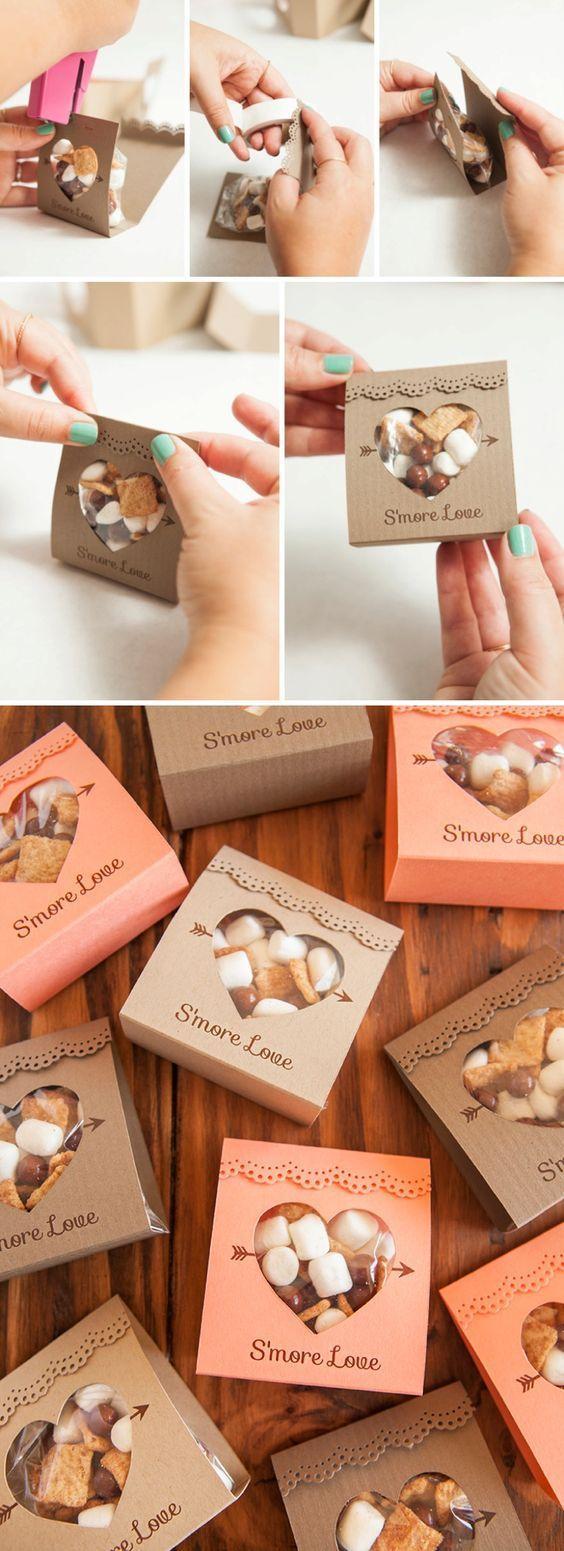 Mini kit de lembrancinha de casamento para os convidados fazerem os próprios S'MORES(doce americano geralmente feito em fogueiras/acampamentos) em casa! :)))