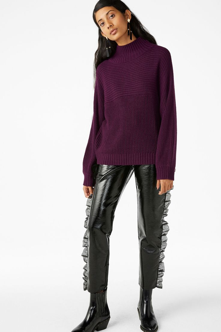 <p>Wide fitting yet short in length, this flirty/cosy knit sweater has a multi-dimensional look thanks to the reverse directions of its knitting. <br