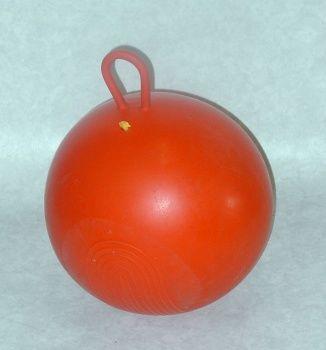"""oersterke oranje skippybal. Werd vroeger verkocht bij de Shell. Mijn dochter heeft er ook nog mee gespeeld bij oma, terwijl haar nieuwe """"moderne"""" skippybal al snel lek was ........."""