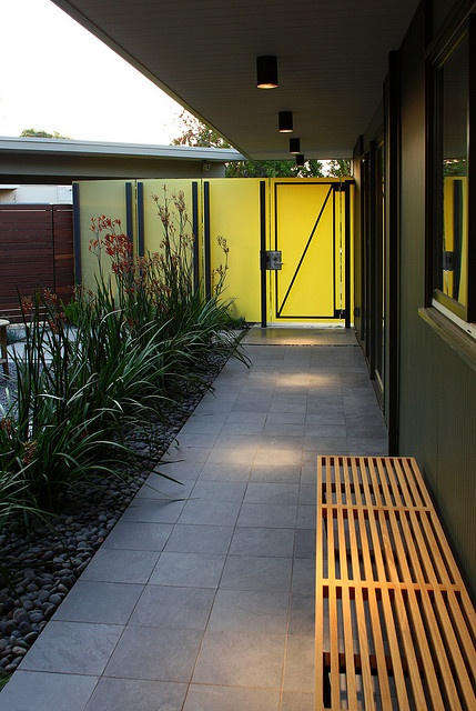 Eichler Atrium adorned with a Nelson bench