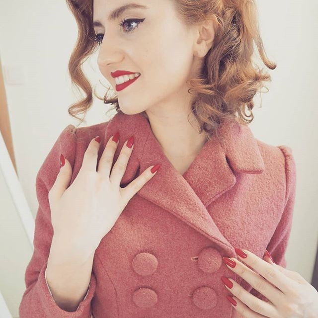 This week's project is finally finished and you won't find a happier lady in Oslo! This jacket is inspired by Norman Norell's design from 1960's. As soon as I saw a picture of the original two piece wool suit in marigold, I knew I HAVE TO figure out a way to make one for myself! Months later.. It's finally here  . #vintagejacket #vintagestyle #vintagefashion #retrofashion #1960s #normannorell #diyclothes #diyvintage #diydress #vintagelove #vintag