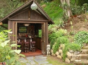 Tiki house in the backyard, great for summertime parties!