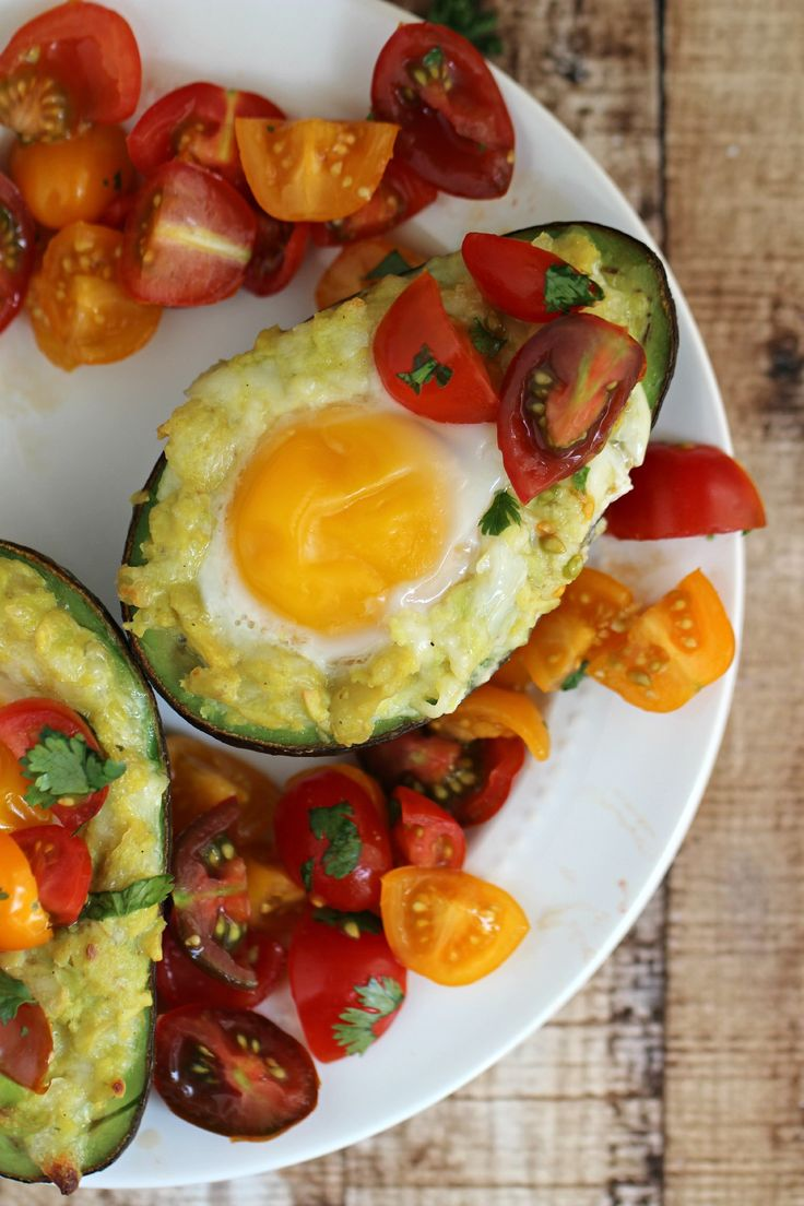 This recipe for Mexican Grilled Avocado Eggs with Fresh Tomato Salsa is the perfect summer meal!