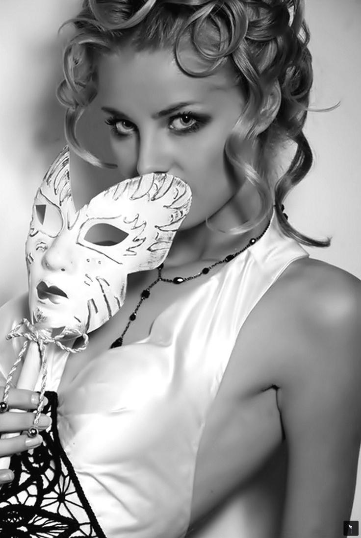 ¡No sé porqué te ví llorar tanto!  ante mi fuga torpe,  la fuga de los libros teñidos de sueños locos.: Masquerades White, Masquerades Party, Faces, Masquerades Bride, Masque Ball, Masks Masquerades, Masquerades Masklet, Majest Masquerades, Beauty