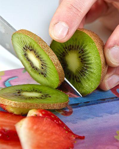 Kiwi schneiden - Eis am Stiel - DIY - mehr unter blog.moemax.at