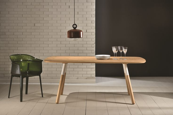 Hola Dining Table