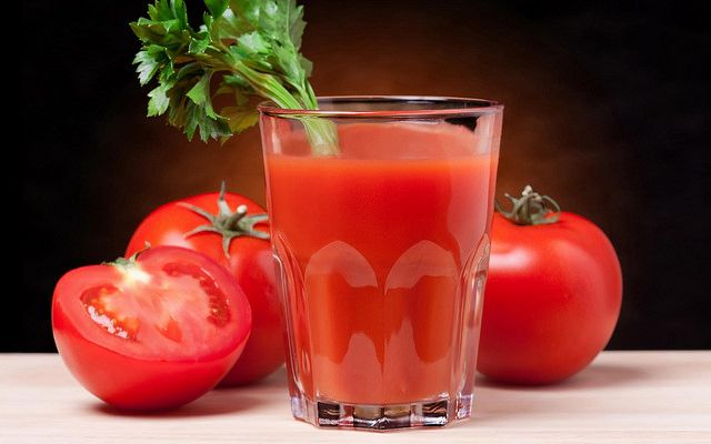 10 Health Benefits Of Tomato Juice - http://www.happydieter.net/10-health-benefits-of-tomato-juice/