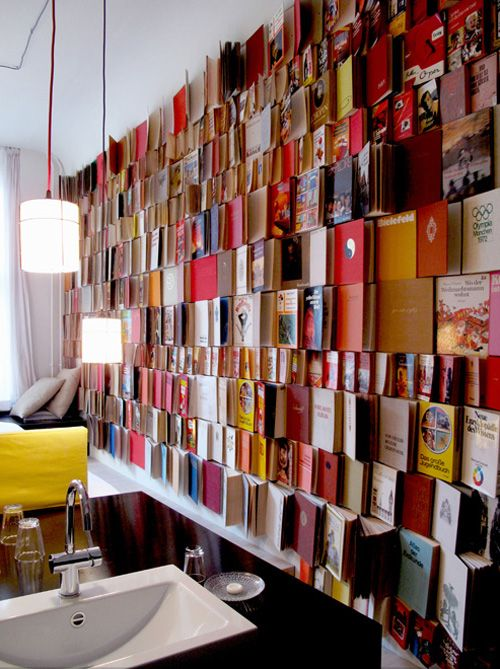 Good ideas for your home that can work for retail spaces. Enjoy the weekend!! #books #decor #walls Via Javier Gallego