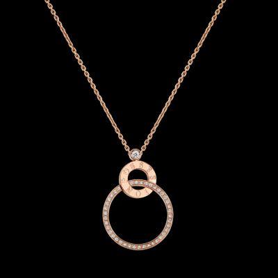 Pendentif Possession en or rose 18k, serti de 41 diamants taille brillant (env. 0,27 ct). Type de bijou : Pendentif  Métal : Or rose  Poids du métal (g) : 12,7  Pierres précieuses : Diamant  Longueur du collier : 50 cm  Longueur du motif  : 23.5 mm  Largeur du motif : 34 mm 4 100 €