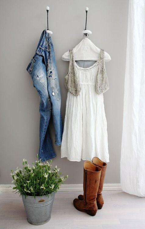 .Coats Hooks, Little Dresses, Farms Style, Country Outfit, Organic Ideas, Blue Jeans, Grey Wall, Boyfriends Jeans, Cute Outfit
