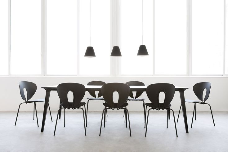 A large black Lau table and black Globus together result in this contemporary gathering space. STUA loves black.