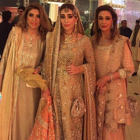 How stunning and Breathing does Marjan Ahmed look on her Barat ! #buntokazmi #Bridal#Wedding#trends#Bridaltrends  #bridal #fashion #fashionista #Pakistan #London #Australia #makeup #model #London#Dubai #texas #uk #America#asianbridal #asianbride #pakistanifashion #instagood #instamood #instafashion
