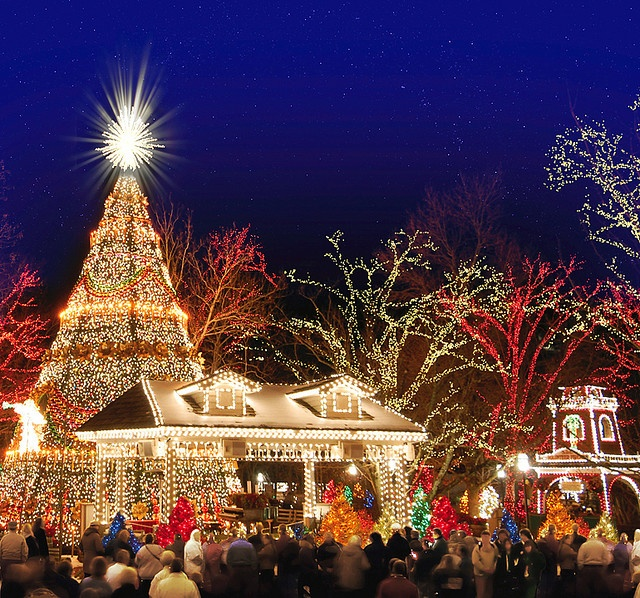 Silver Dollar City Christmas in Branson Missouri - AWESOME Christmas light display with sister's family and my mom on a visit to MO