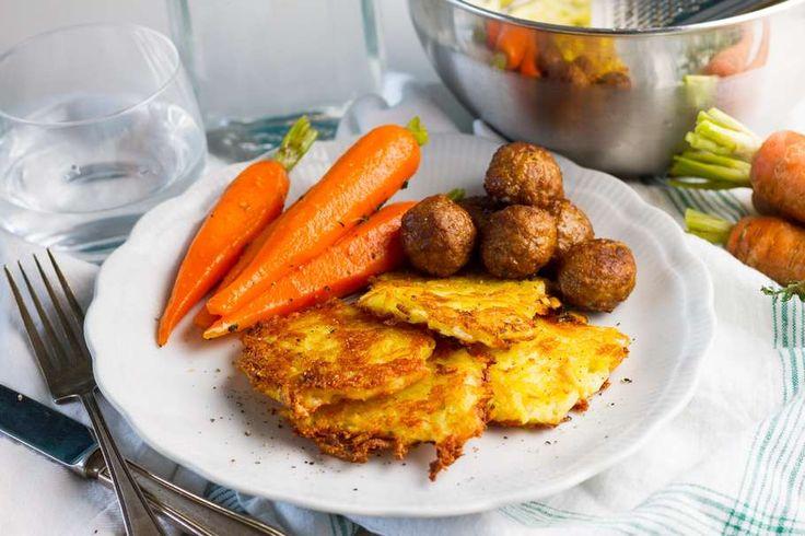 Recept voor zweedse balletjes voor 4 personen. Met zout, boter, peper, gehaktbal, emmentaler kaas, aardappel, ui, wortel, honing en tijm