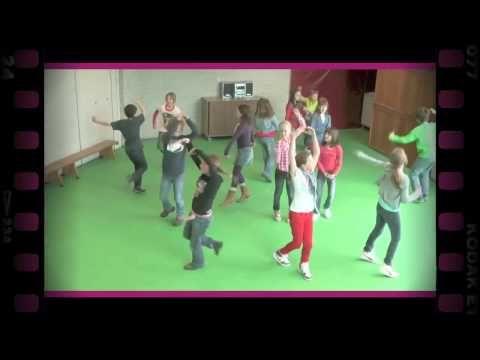 Dansende schoentjes (dramaoefening bij lesmethode DramaOnline) - YouTube