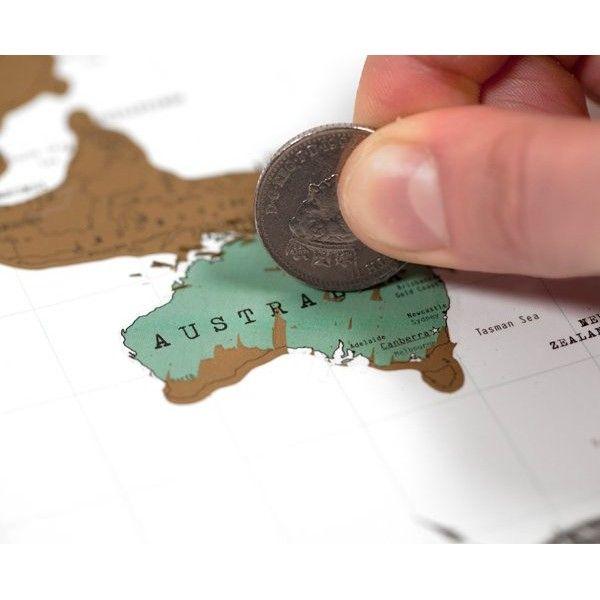 Carte du Monde à Gratter. A adapter en géographie : Plastifier une carte, recouvrir les pays de peinture à gratter (1 part de liquide vaisselle 2 parts de peinture acrylique argentée ou dorée). Deviner le nom des pays et gratter pour vérifier.