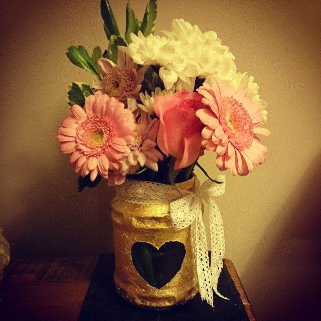 New gold #rustickilnerjar! #weddingworkshops #rusticwedding #rustic #jarflowers #jamjars #goldleaf perfect gift for Mother's Day. Workshops at Pretty Things, Horsham. Click to book: http://makedoandtrend.co.uk/workshops/gold-leaf-home-decor-workshop/