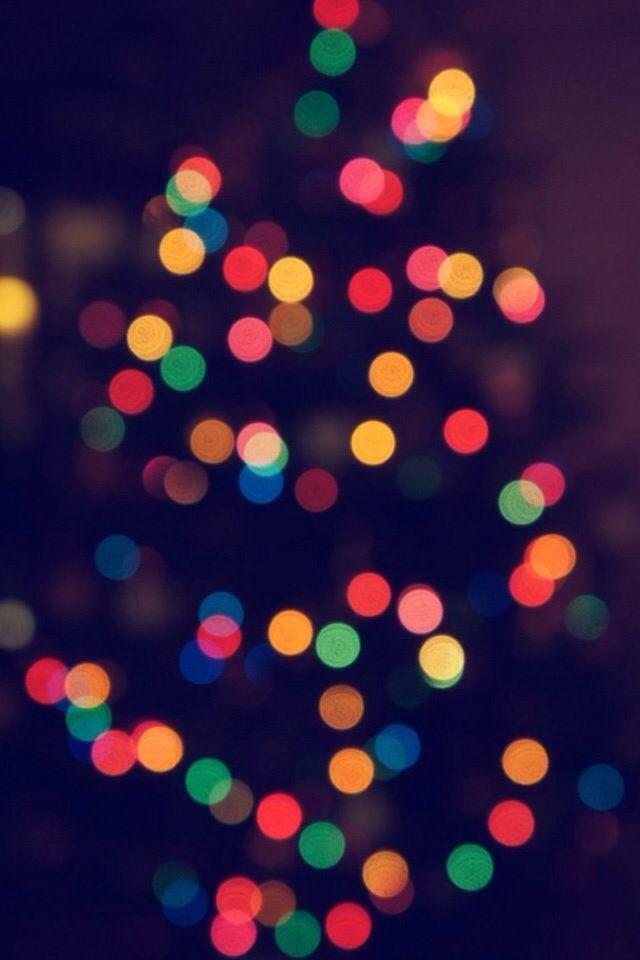 Christmas Tree Bokeh Blur iPhone Wallpaper #iPhone #wallpaper