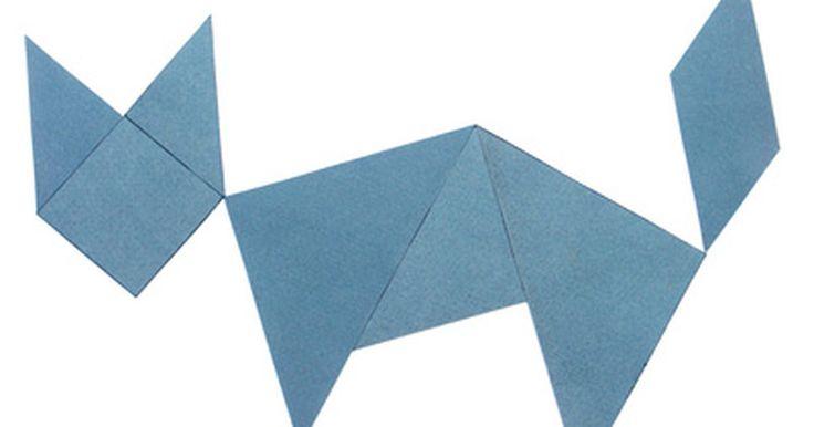 Como fazer um tangram usando três triângulos. Um tangram é um quebra-cabeças chinês que consiste em um quadrado cortado em sete peças: dois triângulos grandes, um triângulo médio, dois triângulos pequenos, um paralelogramo e um quadrado. As peças, conhecidas como tans, são arranjadas para formar outras figuras e formas diferentes do quadrado. Um tangram feito de três triângulos é, na verdade, ...