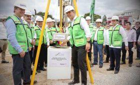 Murat y Director de Grupo Posadas, Colocan primera piedra del Gran Hotel Fiesta Americana