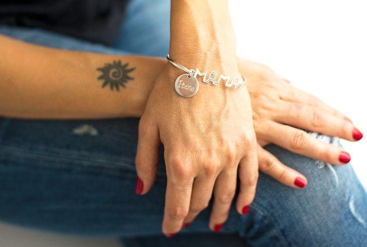 Regalos para el día de la madre. Joyas de plata grabadas a mano. Pulsera de plata personalizada con el nombre del niño o niña.