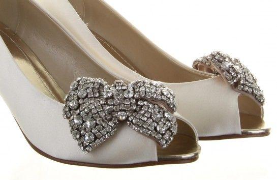 Akkurat ankommet butikk. Nydelige sko og veske klips til å sette på Bestill i nettbutikken abelone.no