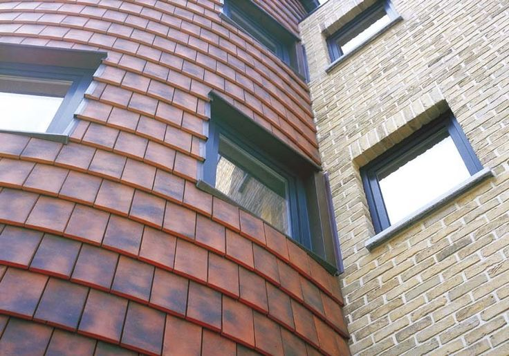 Clay roofe tiles for sustainable maintenance with a long life.