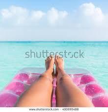 Bildergebnis für legs swinging against sky and sun