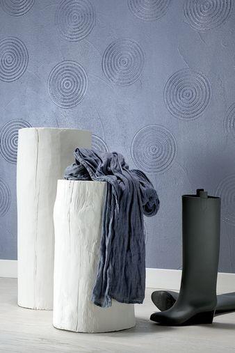 """Wnętrze może zachwycać indywidualnością już od progu.  """"Kosmiczne"""" wzory, choć minimalistyczne w formie, nadają pomieszczeniu niezwykły wygląd.  Do uzupełnienia całości wystarczą podstawowe elementy wyposażenia - o prostych kształtach i stonowanej kolorystyce."""