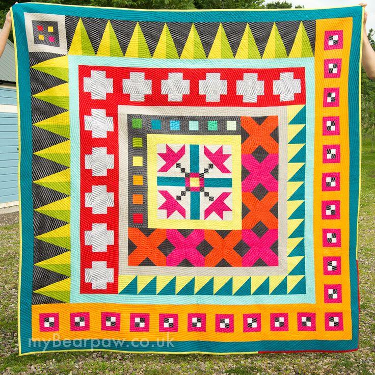 Off-Center Medallion Quilt by Jo Avery of myBearpaw. ~ myBearpaw: Blogger's Quilt Festival Autumn 2015 - Modern Quilts!