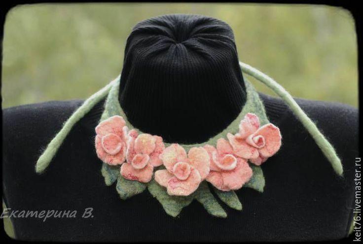 """Купить Войлочное украшение """" Цветочное ожерелье"""" - зеленый, украшение из войлока, воротничок, валяное колье"""