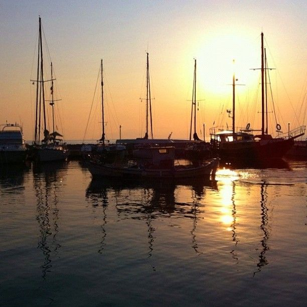 VISIT GREECE  Little boats.