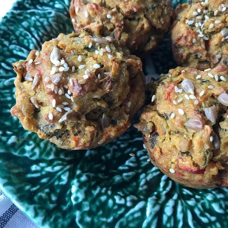 Ontem fiz estes muffins salgados carregados de legumes  quem quer receita?
