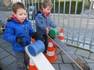 Rollen maar! Begrippen leren tijdens het buitenspel, kleuteridee.nl
