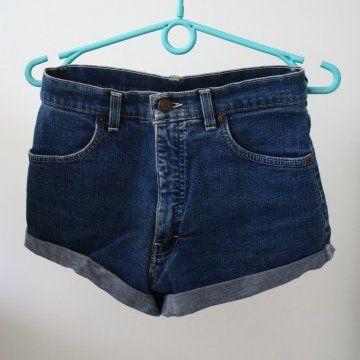 Dark blue highwaisted denim shorts available at United Wardrobe https://unitedwardrobe.com/nl/user/1jktSbYVWAuG3dvbPFLIGV.html