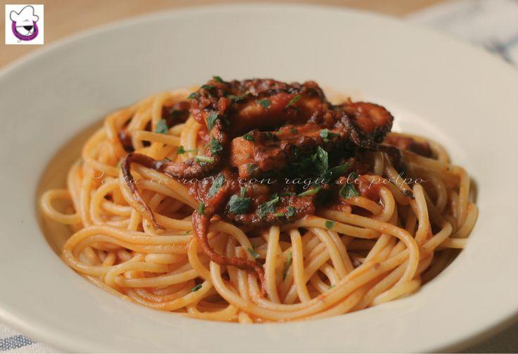 """La """"Pasta in rosso con ragù di polpo"""" è un primo piatto profumato e gustoso, dove la presenza del polipo dona un sapore intenso ed avvolgente alla pasta"""