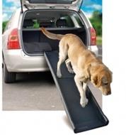 Praktisk, vikbar hundramp i plast. Höga kanter och rejält halkskydd förhindrar att hunden halkar när den går på rampen. Tålig men lätt hundramp som passar de flesta. Maxbelastning 90 kg.