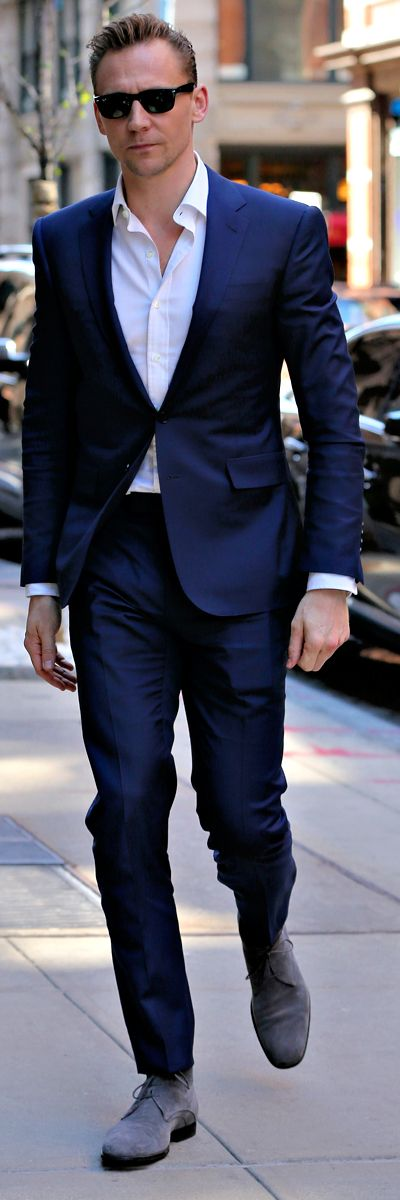Tom Hiddleston looks sharp in a bright blue suit while out and about in SoHo, New York City on April 20, 2016. Full size image: http://ww4.sinaimg.cn/large/6e14d388gw1f34o3kw1cwj225637ru0x.jpg Source: Torrilla, Weibo