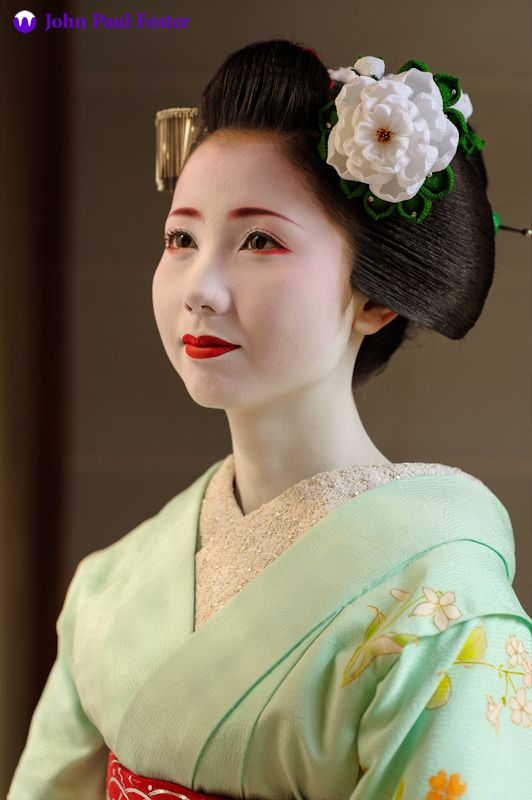 A portrait of the maiko Mamehana of Gion Kobu in Kyoto.