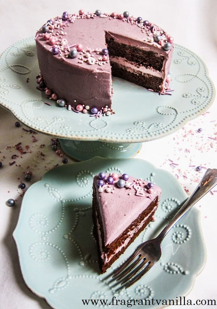 Vegan Chocolate Cake with Raspberry Frosting from @vanilla_cake #vegan #cake #recipe #chocolate #raspberry