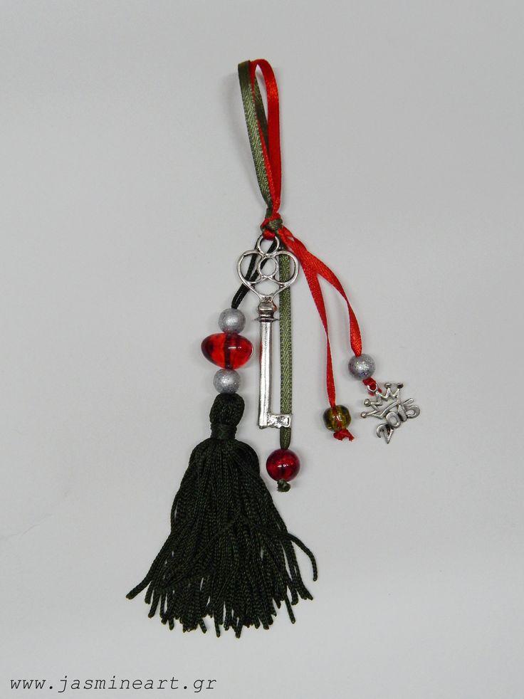 Γούρι 2015 με μεταλλικό κλειδί και φούντα. Τιμή:2,80 €