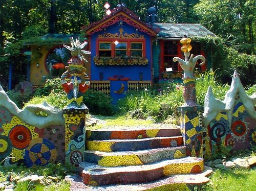 Holy crap, if I was single, I would definitely be the crazy lady who lived in this house.