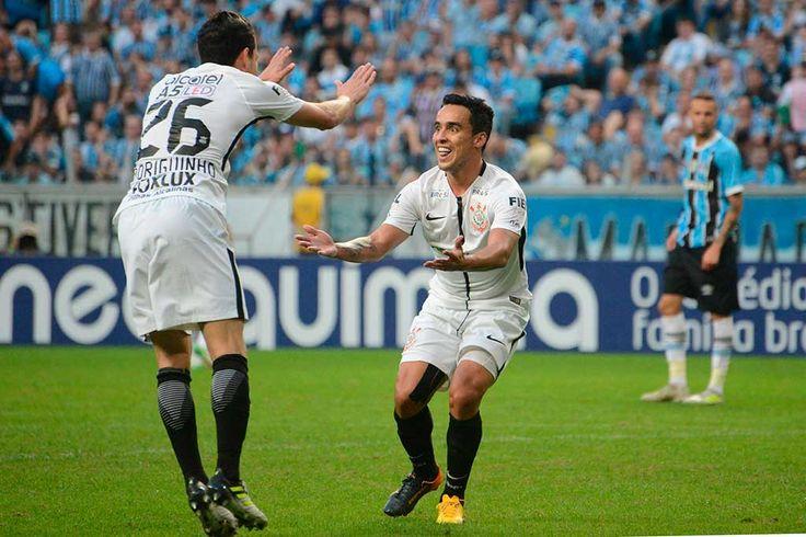 O Corinthians teve uma grande atuação na tarde deste domingo, diante do vice-líder Grêmio, na casa do adversário. Controlando a maior parte do jogo, o Alvinegro conseguiu seu gol com Jadson, no começo do segundo tempo