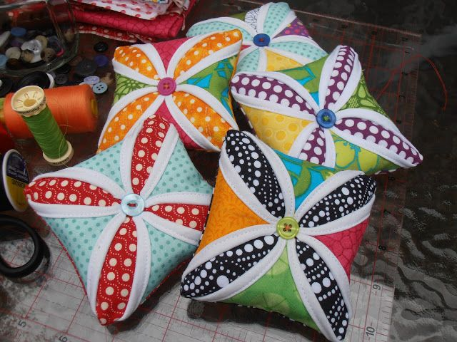 Handmade by Hanki: Pincushion Tutorial / Jehelnicek step by step (can also be Christmas ornaments)