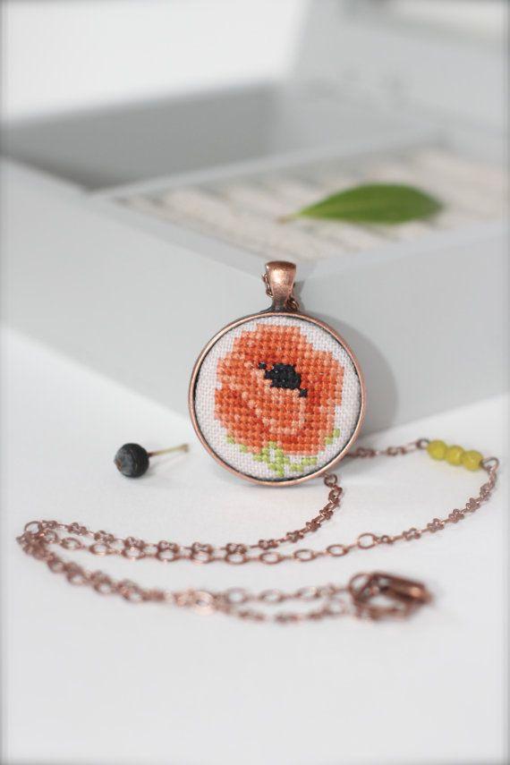 Hand embroidered vintage Poppy Necklace Flower от byKALYNKA