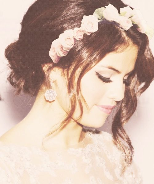 Selena Gomez, love her hair and make up!