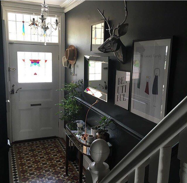 Farrow & Ball 'Off Black' #mystylephotochallenge Day 19 #daring Black walls. In the hallway. #victorianterrace #victorianhouse #hallway #farrowandball #offblack #myhomevibe #styleitdark #colourmyhome #periodfeatures #realhomes #mintontiles #stainedglass #grahamandgreen #ikea #fauxplant #allthingsmetric #colourmyhome #atmine #housebeautiful #livingetc #howyouhome #sgiew_hygge #howyouhome #periodliving