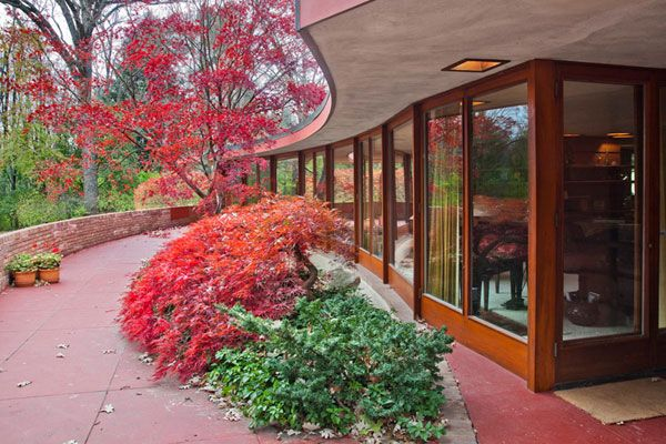 Frank Lloyd Wright's Kenneth Laurent House in Illinois Up For Auction